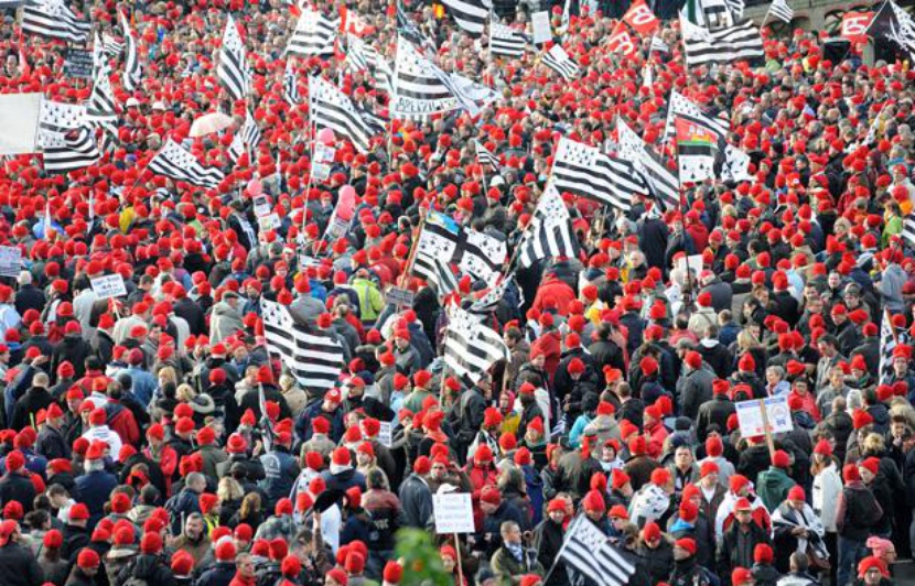 830x532_manifestation-bonnets-rouges-contre-ecotaxe-defense-emploi-bretagne-a-quimper-2-novembre-2013